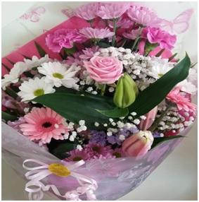 Seasonal Flat Bouquet (Florist Choice)