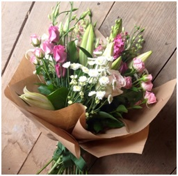 Seasonal Hand Tied Bunch (Florist Choice)