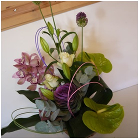 Front Facing Arrangement (Florist Choice)