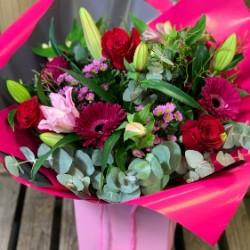 Red and Pink Aqua Box (Florist Choice)