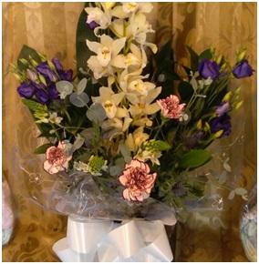 Front Facing Aqua Bouquet (Florist Choice)