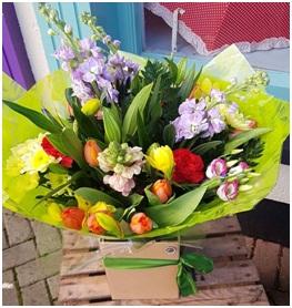 Bright and Cheerful Aqua Bouquet (Florist Choice)