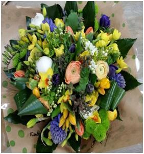 Seasonal Gift Bag (Florist Choice)