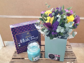 Small Aqua Gift Pack (Florist Choice)