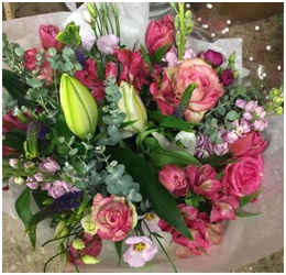 Seasonal Hand Tied (Florist Choice)