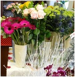 Seasonal Hand Tied (Florist Choice)