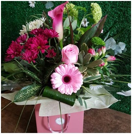 Hand Tied Bouquet in a Contemporary Bag (Florist Choice)