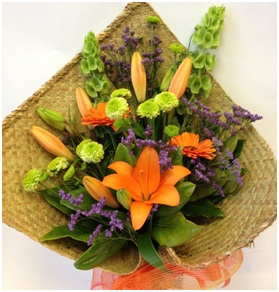 Bouquet in Flax Wrap (Florist Choice)