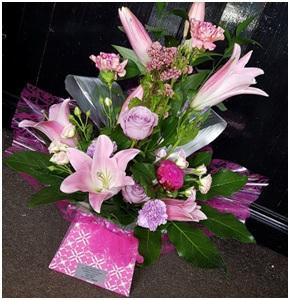 Pink Aqua Box (Florist Choice)