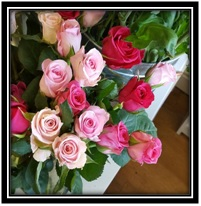 12 Roses (Colours Vary...)