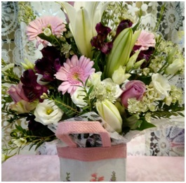 Pink Gift Bag (Florist Choice)