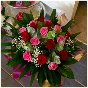 Red & Pink Rose Hand Tie (Florist Choice)