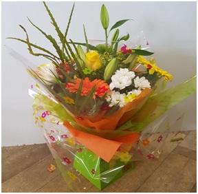 Box Arrangement in Water (Florist Choice)