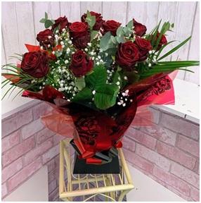 Passion Hand Tie (Florist Choice)