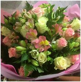 Mixed Rose Bouquet (Florist Choice)