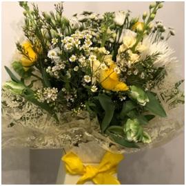 Yellow and White Mixed Aqua (Florist Choice)
