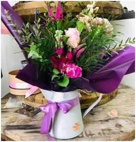 Seasonal Arrangement (Florist Choice, Container Varys...)